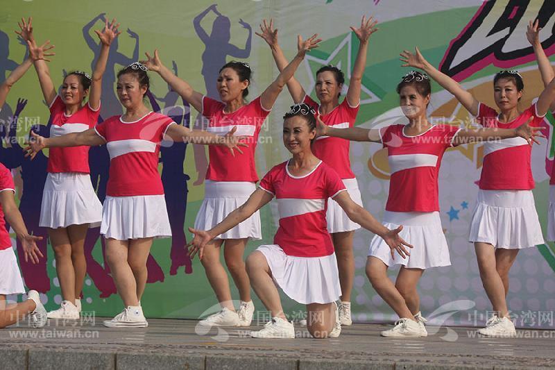 2015年8月8日,在河北秦皇岛市开发区森林体育公园,来自社会各