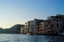 船行威尼斯