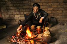 黔东南壮家世代土法烤酒