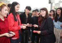 伊林娱乐2月6日早新春开工团拜,祈求事业顺利