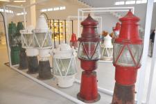 台湾基隆灯塔文物馆展出各式古老灯器
