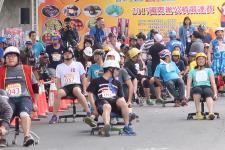 屏东县九如乡举办办公椅竞速赛