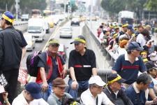 监督年金改革行动联盟集结于台湾地区监察管理部门抗议