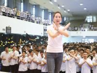 世界无烟日,张钧甯呼吁学生们当拒烟舞士