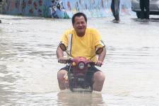 台湾云林县丰田村大湖口溪暴涨溢堤,全村一百多户人家受困