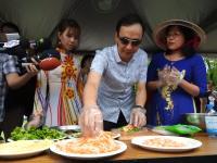 """台湾新北市首办""""新住民家庭日"""",集结40余个异国美食摊位"""