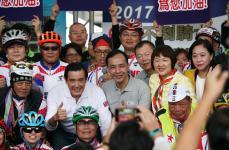 台湾46位抗癌斗士耗时10天完成1100千公里单车环台壮举