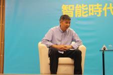 """台湾商业周刊总编辑引导讨论""""在线""""的重要与智能时代台湾产业"""