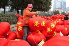 贵阳:5000只大红灯笼挂起浓浓的年味来