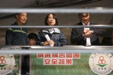农历春节后台北果菜批发市场连续多日休市,被批评导致菜爆量价跌