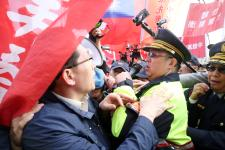 """台湾退役上校缪德生举行告别式  """"反年改""""团体发动陈情抗议"""