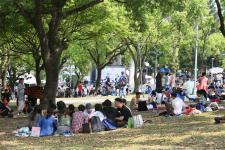 台北市长柯文哲出席台北杜鹃花季大安森林公园野餐音乐会