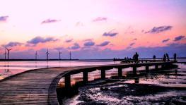 台湾高美湿地 海天一色的夕阳余晖美景