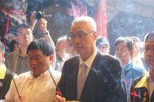 吴敦义镇澜宫参拜,祈求两岸永续和平稳定发展