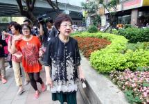 吕秀莲在台北市大同区说明自己对台北市绿化的愿景