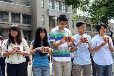 """反教育商品化联盟等青年团体表达""""我拉低平均薪资"""""""