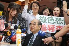 吴茂昆被团团包围要求下台