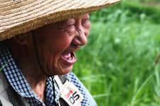 九旬老党员放牧三十载风雨无阻累计收入超百万