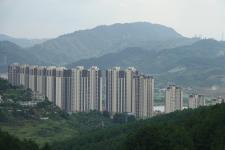 贵阳:绿色掩映中的乐湾国际小区商品房建筑