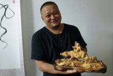 回到家乡贵州 传承根雕技艺的游子任国均