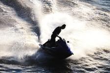 水上摩托艇漂移吸睛成夏日松花江最美风景