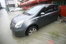 屏东新园乡降下豪雨,仙吉村部分地区淹水