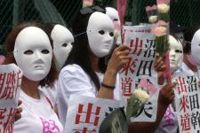 台南市议员率众要求日台交流协会针对脚踹慰安妇铜像道歉