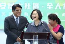 民进党中常会邀请屏东县长潘孟安报告政绩