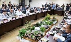 吴音宁举行记者会明确表达不接受被下台的安排