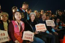 高雄市长韩国瑜与妻子一同出席高市迎曙光活动