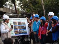 高雄市长韩国瑜巡看凤山区中仑二路路面改善工程